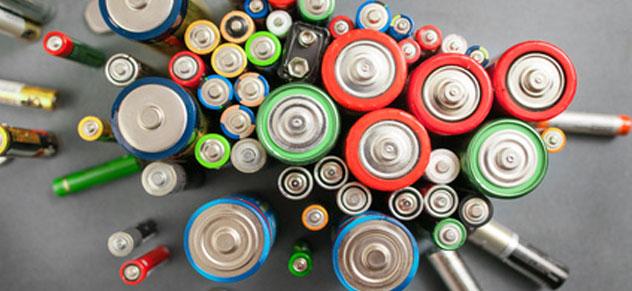 Eine Batterie ist eine Knopfzelle, ist ein Akku